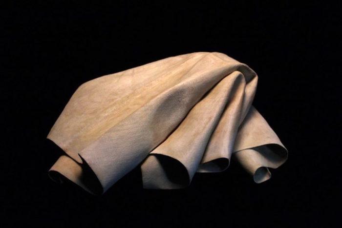 sculture-legno-sembrano-tessuti-iperrealismo-tom-eckert-17