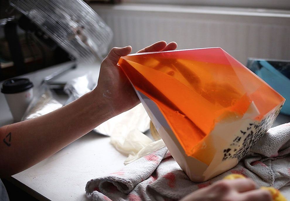 sculture-resina-forma-cristalli-interpretano-profumi-laboratory-perfumes-zuza-mengham-04
