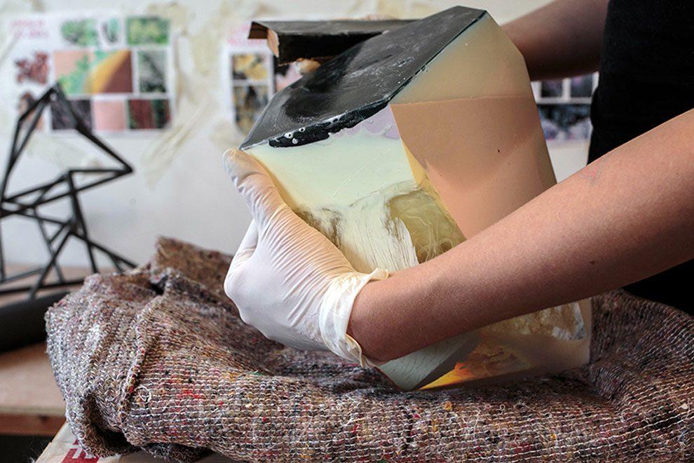 sculture-resina-forma-cristalli-interpretano-profumi-laboratory-perfumes-zuza-mengham-05