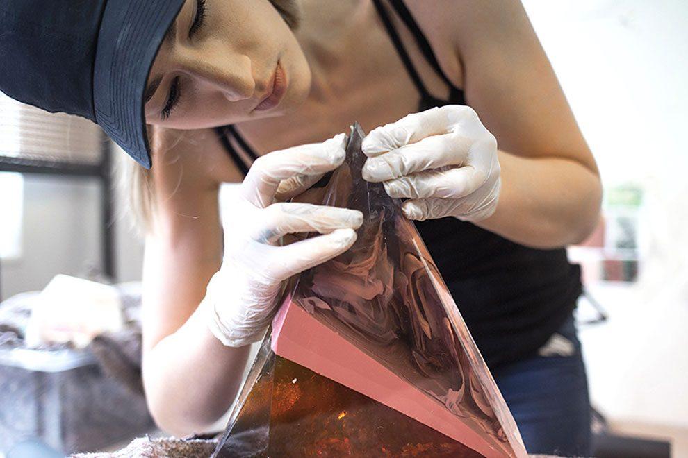sculture-resina-forma-cristalli-interpretano-profumi-laboratory-perfumes-zuza-mengham-06