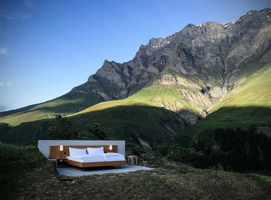 stanza-senza-pareti-soffitto-tra-montagne-svizzera-null-stern-hotel-3