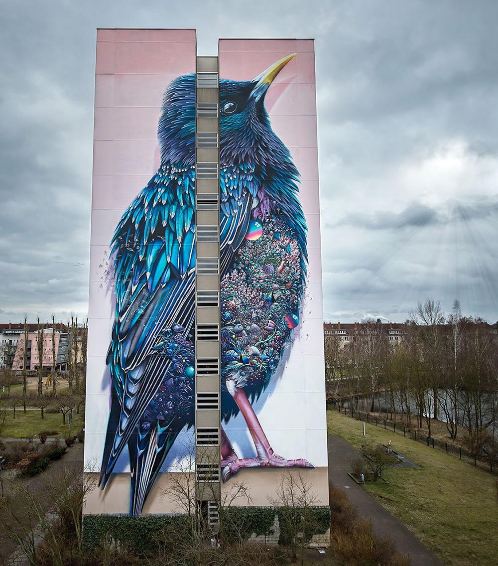 street-art-berlino-murale-gigante-uccello-super-a-collins-van-der-sluijs-1
