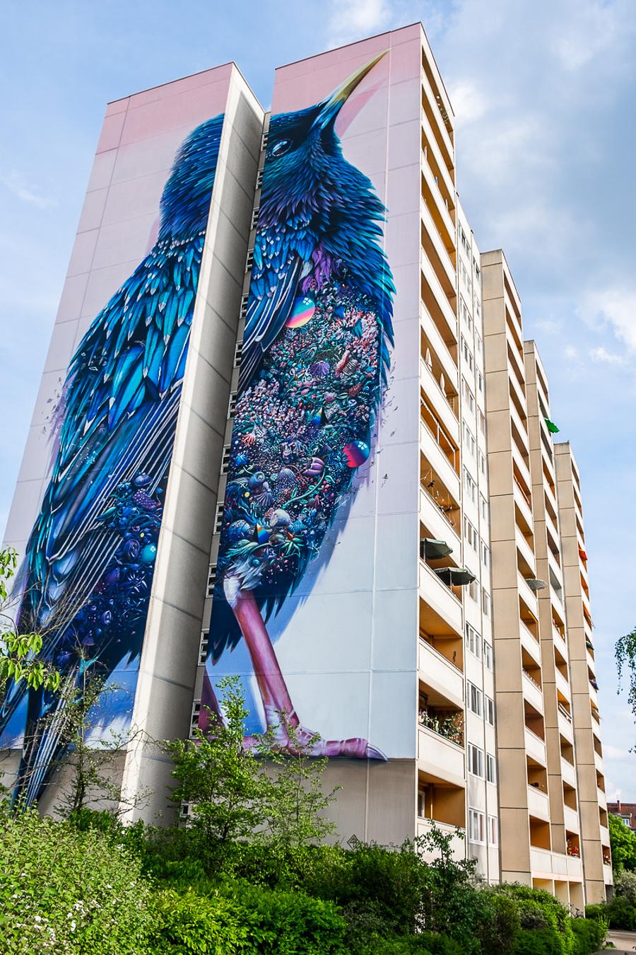 street-art-berlino-murale-gigante-uccello-super-a-collins-van-der-sluijs-2