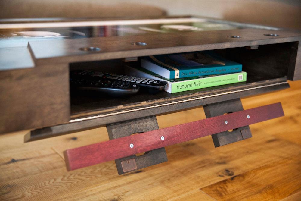 tavolino-salotto-musicassetta-arredamento-tayble-7