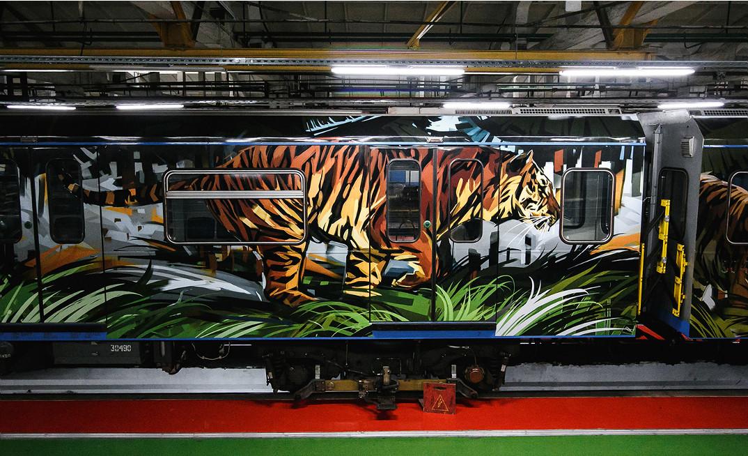 treno-metropolitana-mosca-illustrazioni-tigri-leopardi-viktor-miller-gausa-01