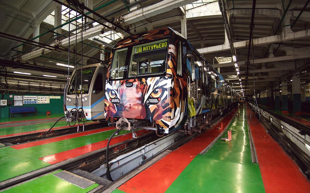 treno-metropolitana-mosca-illustrazioni-tigri-leopardi-viktor-miller-gausa-18