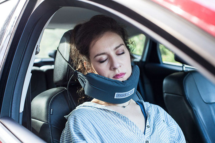 amaca-testa-dormire-aereo-cuscino-viaggio-nod-travel-pillow-3