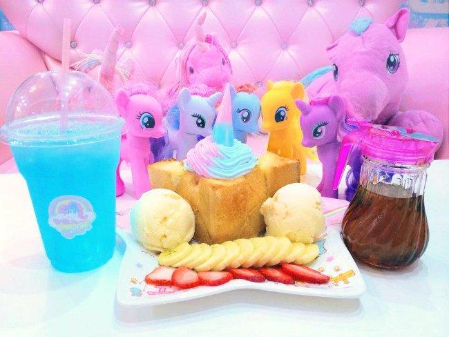 caffe-tema-unicorni-unicorn-cafe-bangkok-01