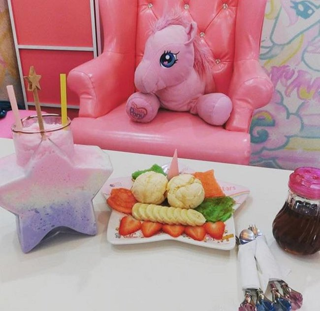 caffe-tema-unicorni-unicorn-cafe-bangkok-03