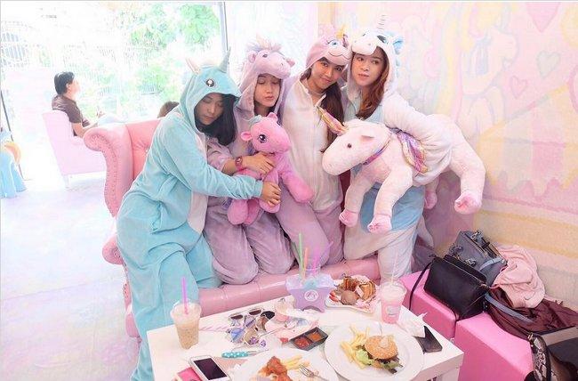 caffe-tema-unicorni-unicorn-cafe-bangkok-15