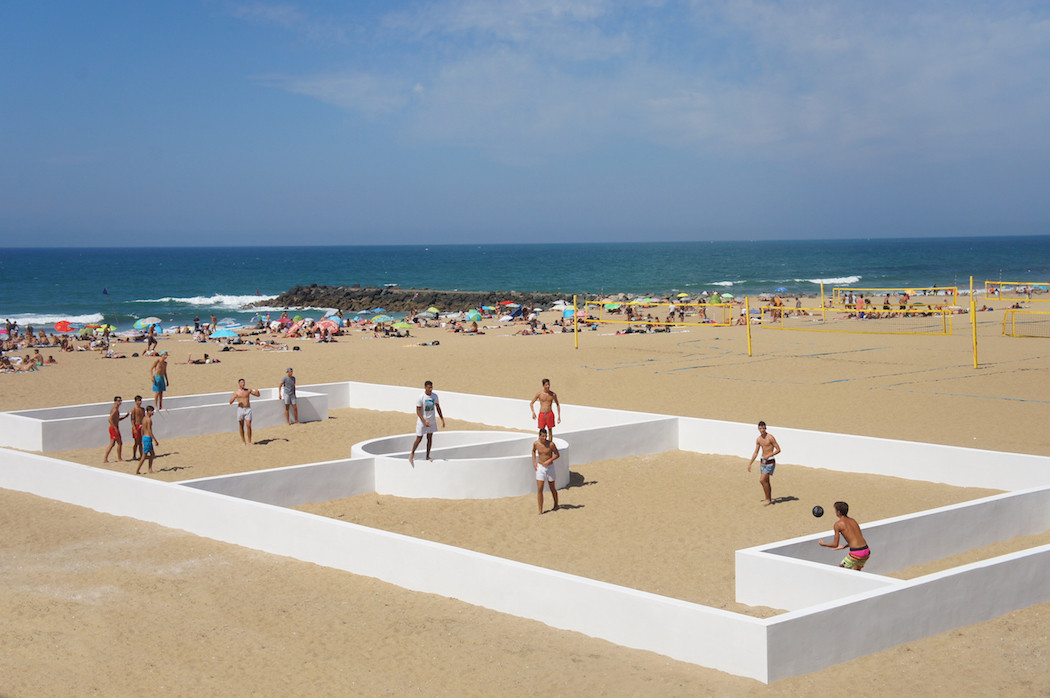 campo-calcio-muri-strisce-installazione-arte-benedetto-bufalino-7