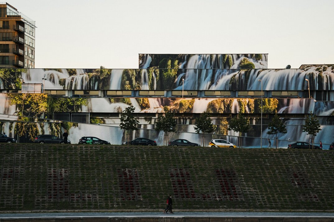 cascate-trasformano-parcheggio-vlnius-street-art-festival-ignas-lukauskas-02