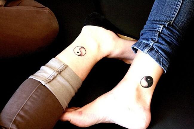 esempi-tatuaggi-coppia-amici-14
