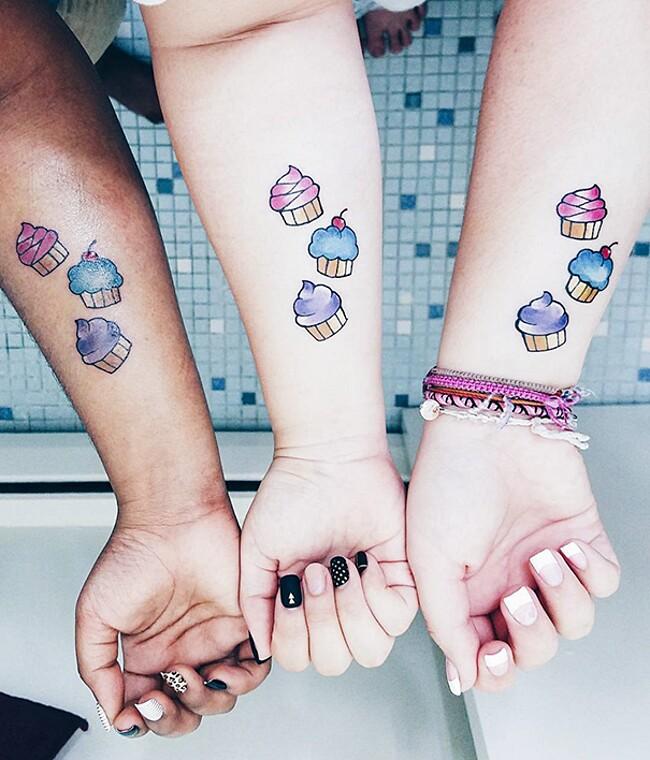 esempi-tatuaggi-coppia-amici-27