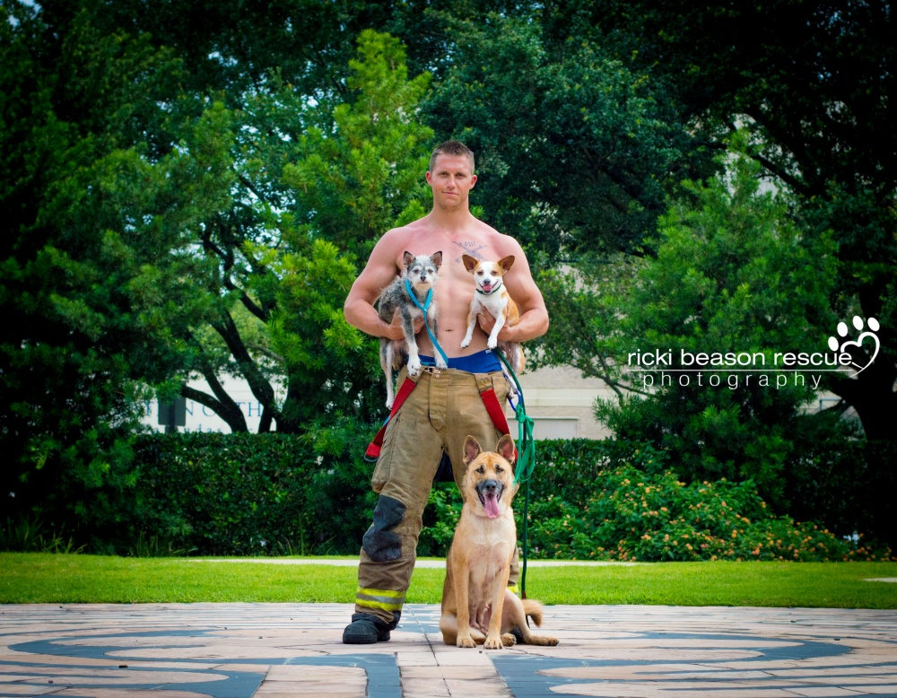 foto-pompieri-sexy-poliziotti-militari-calendario-cani-ricki-beason-3
