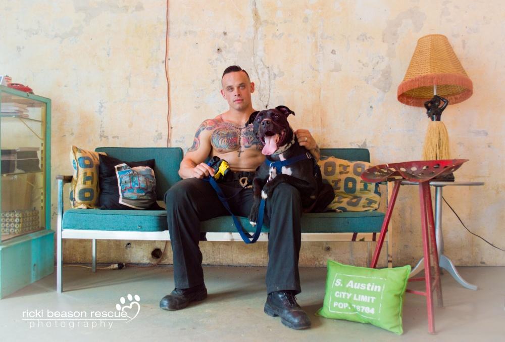 foto-pompieri-sexy-poliziotti-militari-calendario-cani-ricki-beason-7