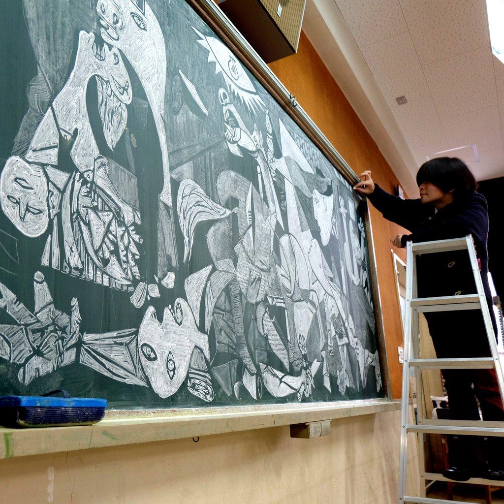 insegnante-disegna-capolavori-su-lavagna-gessi-hirotaka-hamasaki-05