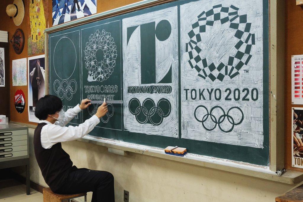insegnante-disegna-capolavori-su-lavagna-gessi-hirotaka-hamasaki-09