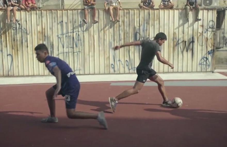primo-campo-calcio-forma-non-rettangolare-thailandia-2