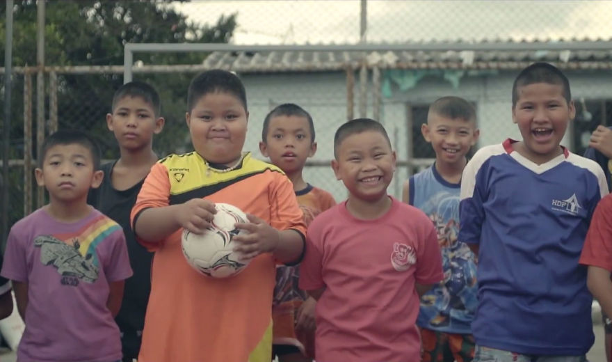 primo-campo-calcio-forma-non-rettangolare-thailandia-8