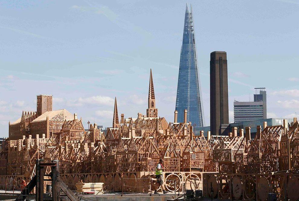 scultura-legno-120-metri-londra-1966-incendio-david-best-12