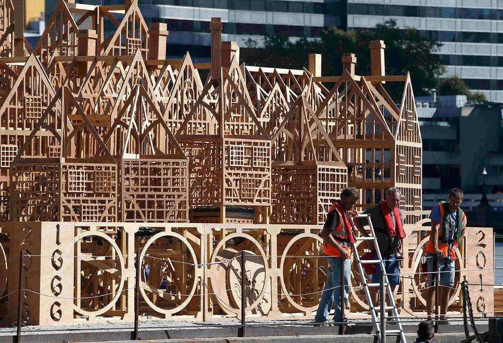 scultura-legno-120-metri-londra-1966-incendio-david-best-13