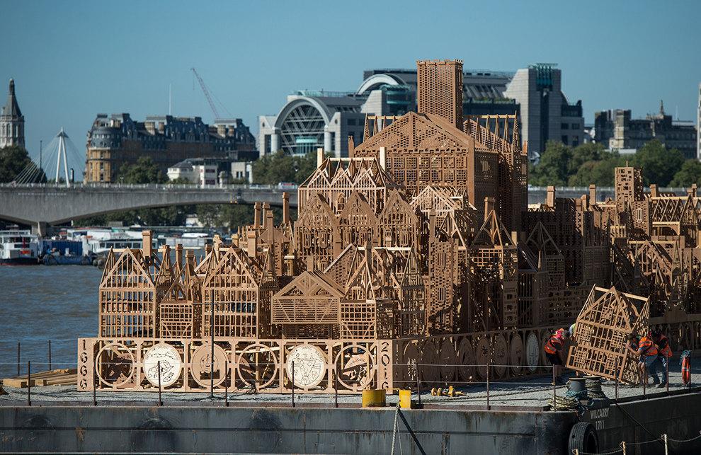 scultura-legno-120-metri-londra-1966-incendio-david-best-16