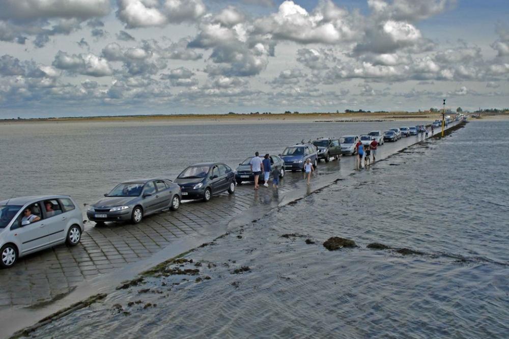 strada-scompare-sotto-acqua-marea-passage-du-gois-francia-7