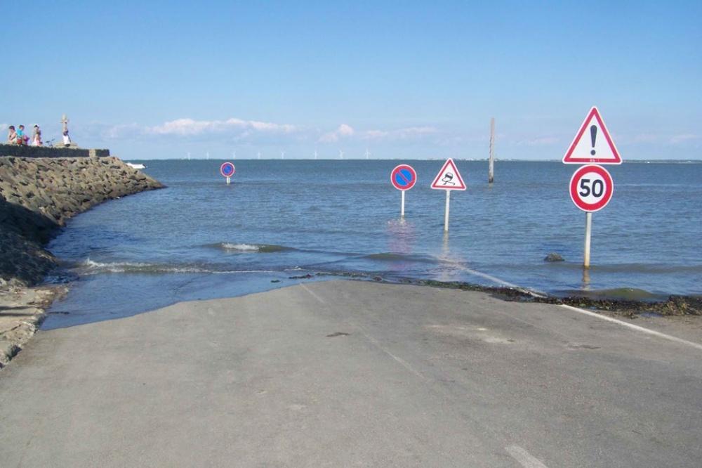 strada-scompare-sotto-acqua-marea-passage-du-gois-francia-8