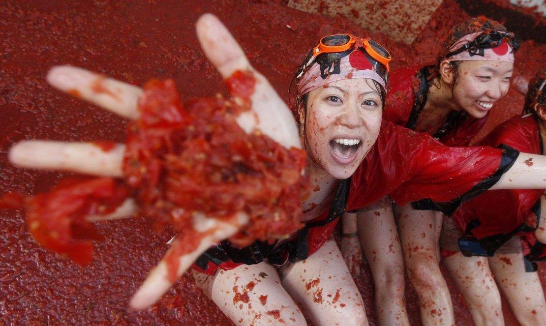 tomatina-foto-battaglia-cibo-lancio-pomodori-bunol-spagna-15