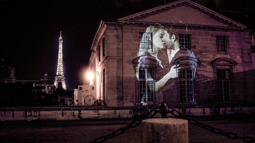 digital-street-art-parigi-coppie-baci-nuit-blanche-2016-julienne-nonnon-03