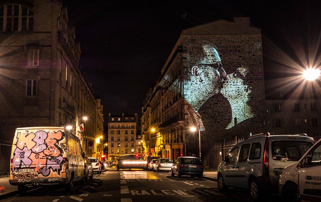 digital-street-art-parigi-coppie-baci-nuit-blanche-2016-julienne-nonnon-06