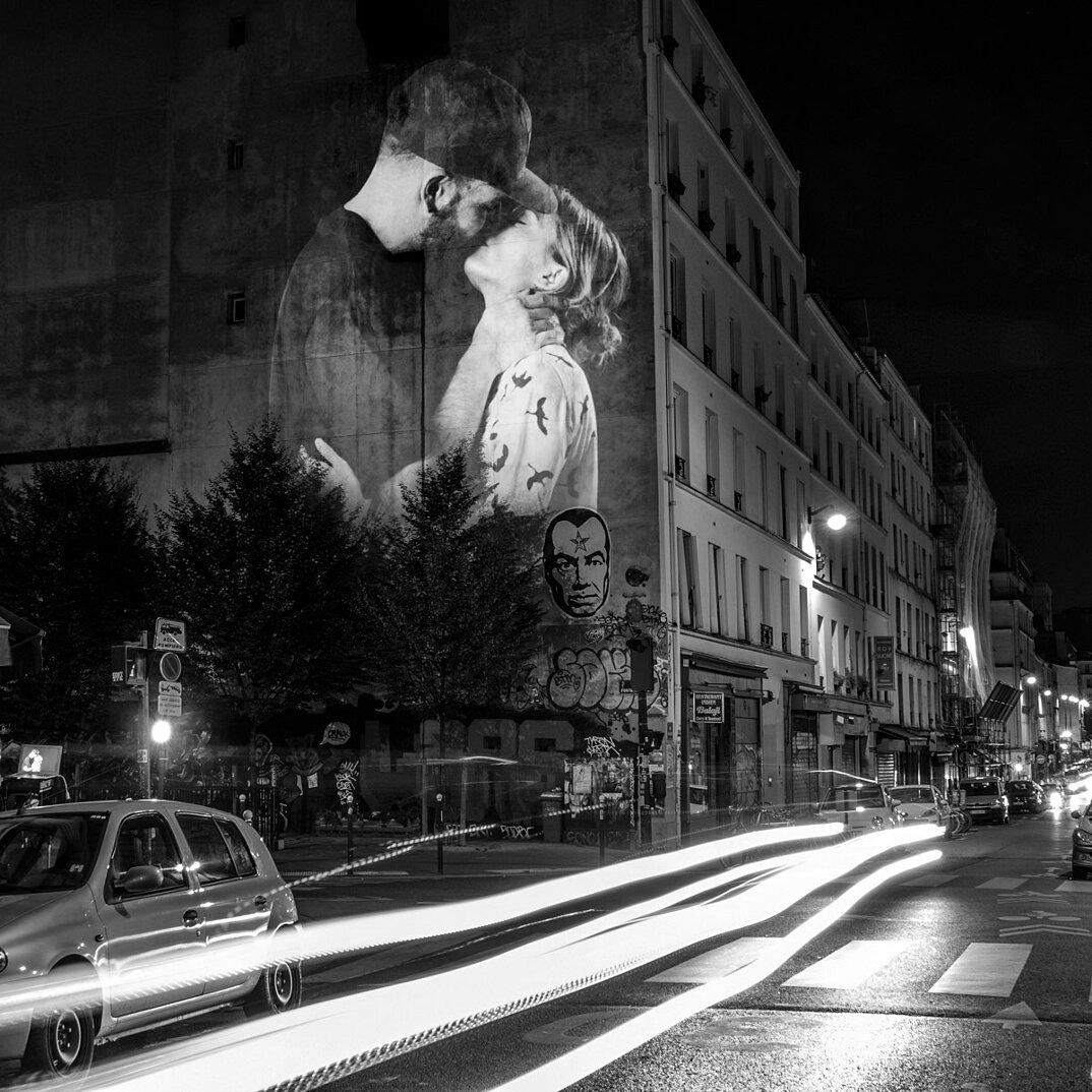 digital-street-art-parigi-coppie-baci-nuit-blanche-2016-julienne-nonnon-08