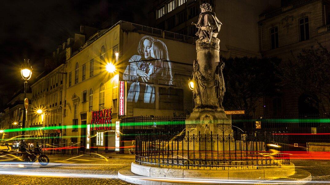 digital-street-art-parigi-coppie-baci-nuit-blanche-2016-julienne-nonnon-11