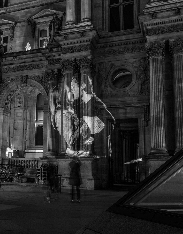 digital-street-art-parigi-coppie-baci-nuit-blanche-2016-julienne-nonnon-13