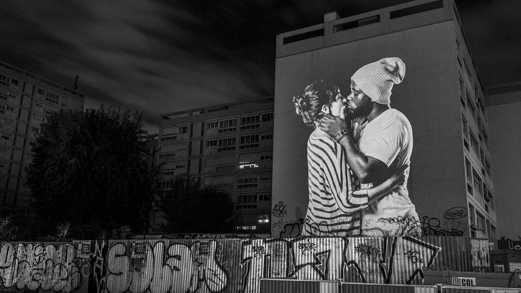 digital-street-art-parigi-coppie-baci-nuit-blanche-2016-julienne-nonnon-17