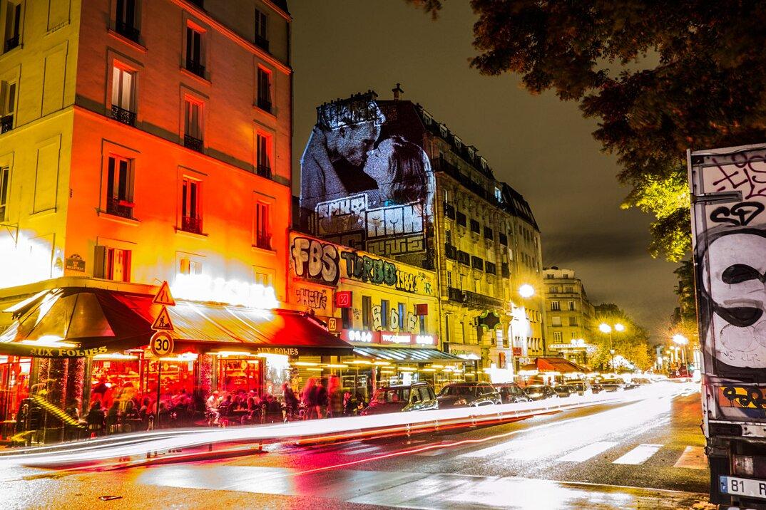 digital-street-art-parigi-coppie-baci-nuit-blanche-2016-julienne-nonnon-19