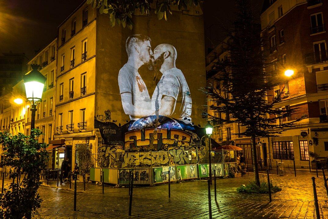 digital-street-art-parigi-coppie-baci-nuit-blanche-2016-julienne-nonnon-20