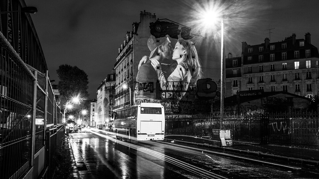 digital-street-art-parigi-coppie-baci-nuit-blanche-2016-julienne-nonnon-21