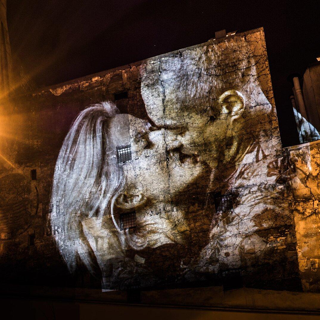 digital-street-art-parigi-coppie-baci-nuit-blanche-2016-julienne-nonnon-23