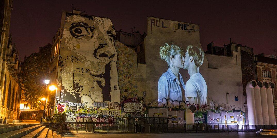 digital-street-art-parigi-coppie-baci-nuit-blanche-2016-julienne-nonnon-24