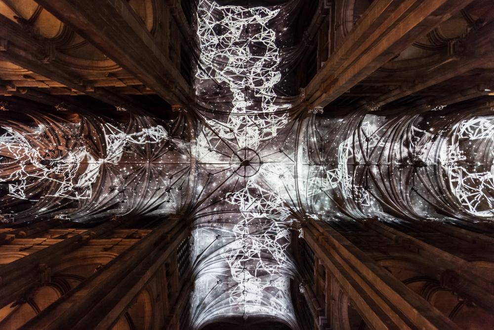 installazione-cielo-virtuale-chiesa-saint-eustache-parigi-voutes-celestes-miguel-chevalier-1