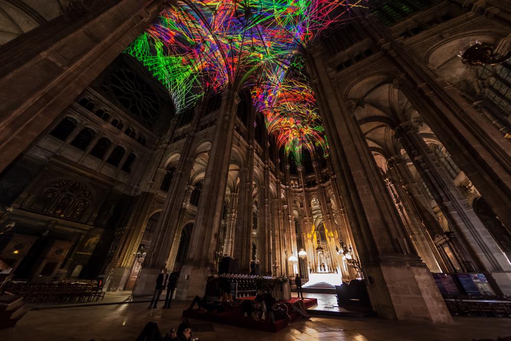 installazione-cielo-virtuale-chiesa-saint-eustache-parigi-voutes-celestes-miguel-chevalier-3