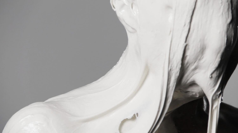 materiali-ridefiniscono-corpo-umano-fotografia-video-shai-lagen-05
