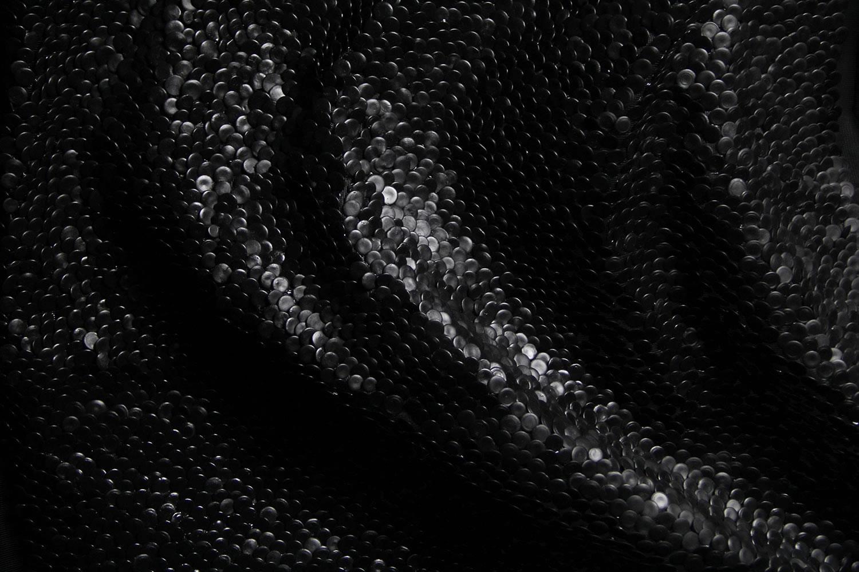 materiali-ridefiniscono-corpo-umano-fotografia-video-shai-lagen-06