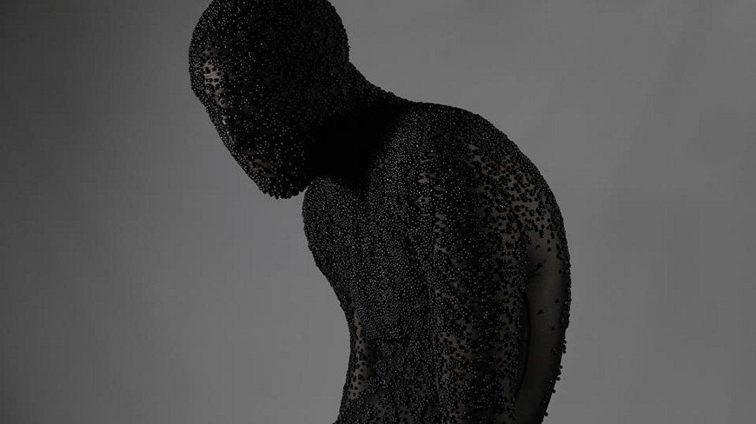 materiali-ridefiniscono-corpo-umano-fotografia-video-shai-lagen-12