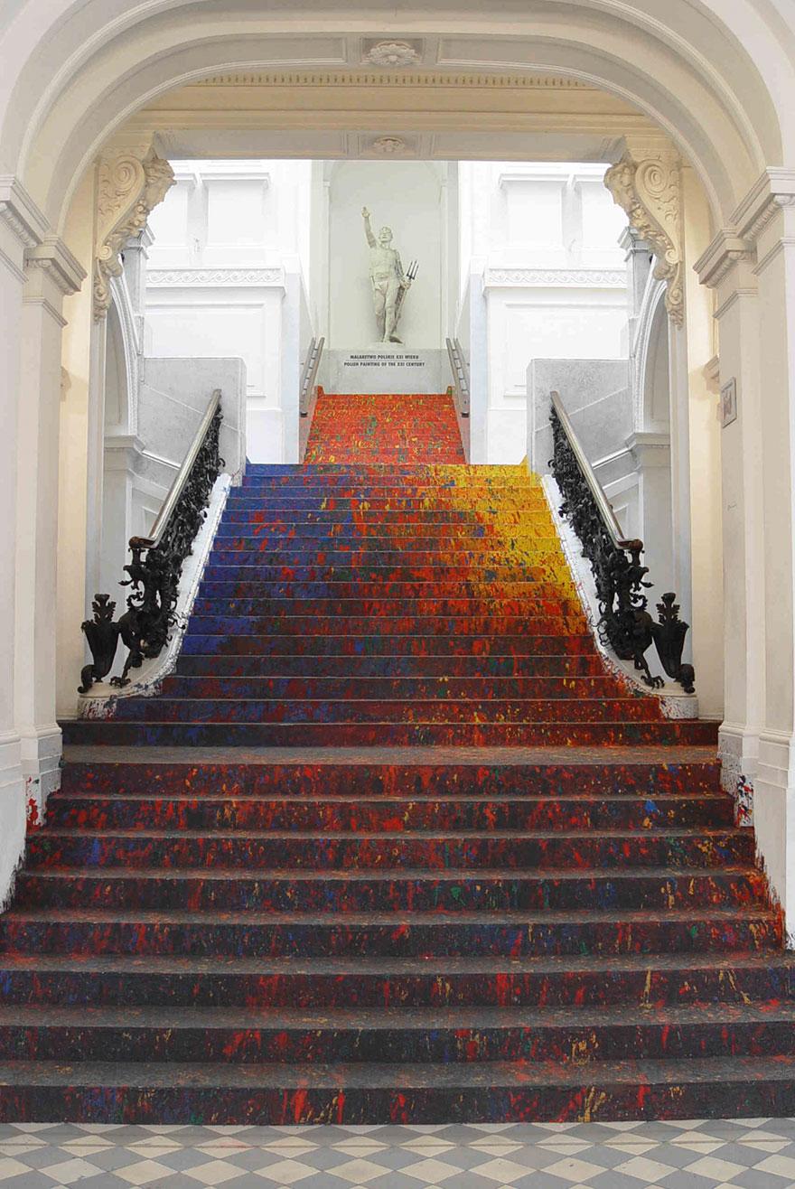 scalinata-dipinta-zacheta-gallery-arte-polonia-leon-tarasewicz-4