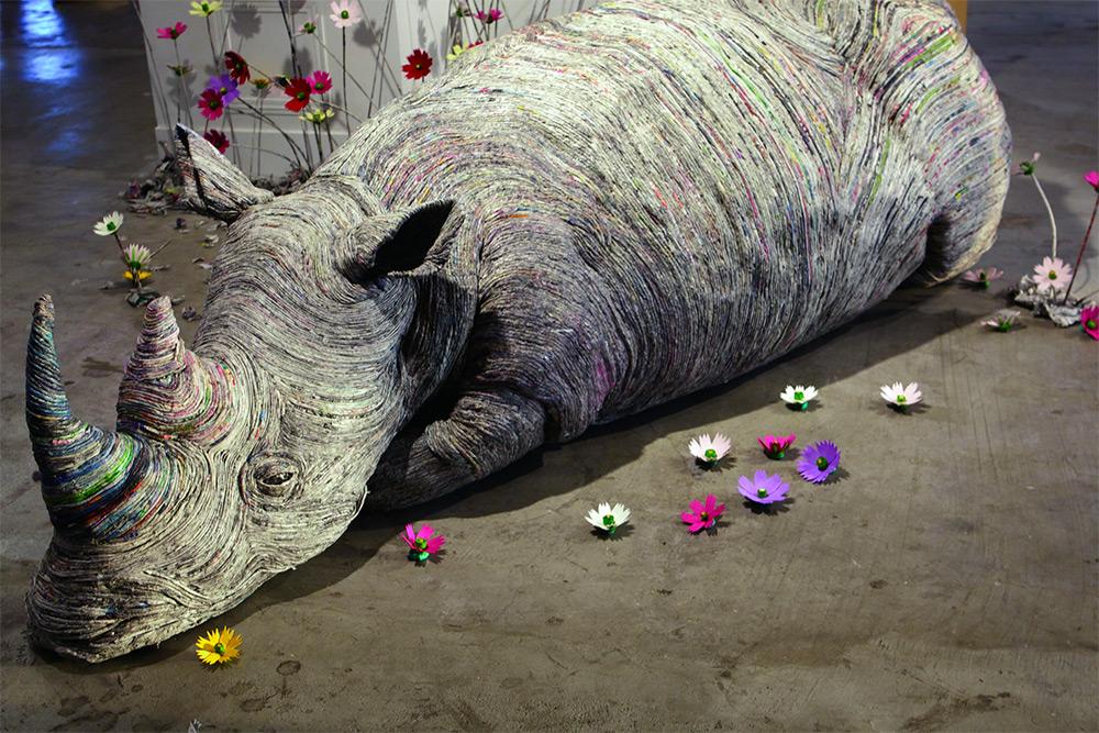sculture-animali-grandezza-reale-carta-giornali-arrotolati-chie-hitotsuyama-01