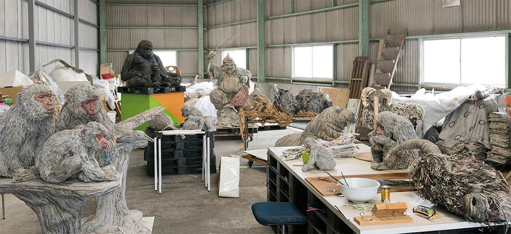 sculture-animali-grandezza-reale-carta-giornali-arrotolati-chie-hitotsuyama-02