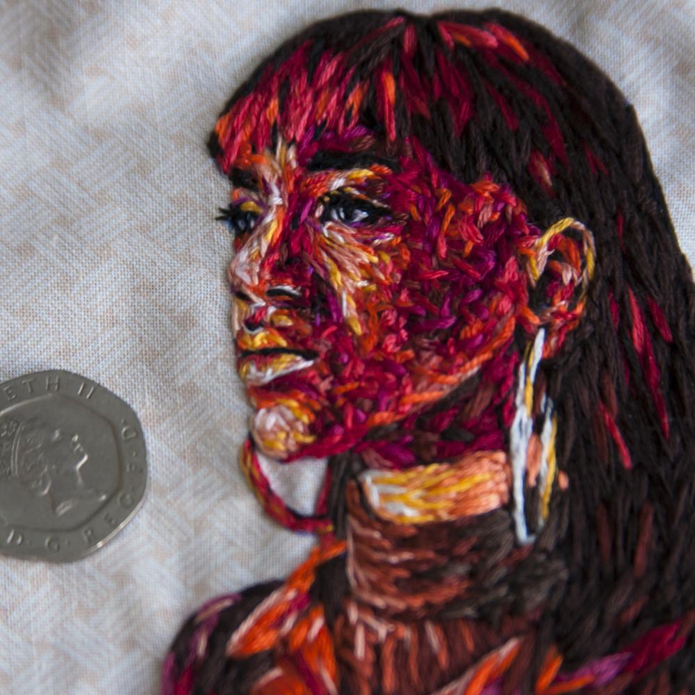 arte-ricamo-ritratti-colorati-danielle-clough-5